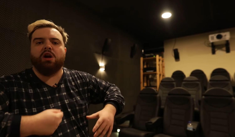 El cine con 12 butacas de la nueva mansión de Ibai