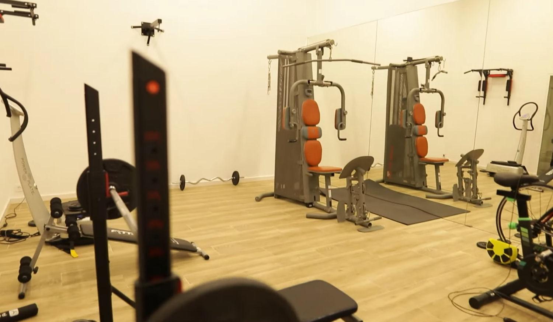 El gimnasio de la nueva mansión de Ibai