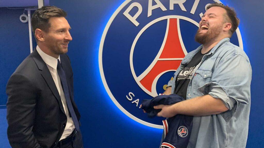 Foto Ibai Messi, Ibai charlando con Leo Messi el dia de su presentación