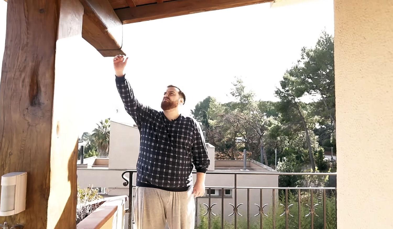 La terraza privada de la habitación de Ibai en su nueva mansión